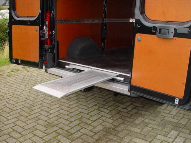 Oprijplaat voor bedrijfsbus
