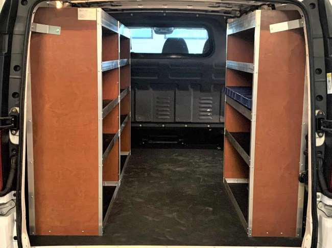 In de Vito lengte 2 passen mooi drie aluminium-houtenstellingkasten